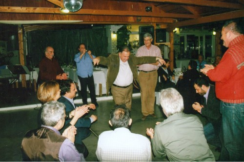 O βουλευτής Σπύρος Mοσχόπουλος ενώ «στροφάρει» στην πίστα.
